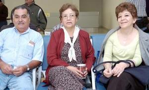 <b>16  de noviembre 2005</b><p> Rosa María Placencia viajó al DF, la despidieron Guillermo y Georgina Alcázar.
