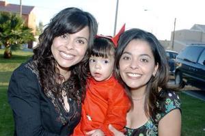 <b>15 de noviembre</b><p> Mara Muñoz García captado junto a su mamá, Píldora de Muñoz y su tía, Sonia de Fiscal , el día  que festejó su segundo cumpleaños.