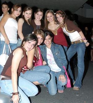 <b>15 de noviembre 2005</b><p> María Valdés, Daniela Sáenz, Sofía Frisbie, Bárbara Mijares, Vero Cruz, Ely Narváez, Mariana Murguía y Nadia Nahle.
