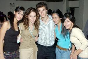 risty Belausteguigoitia, Vicky Zepeda, Memo Murra, Lorena Valadez y Sam Moreno.