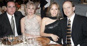José Ángel Fernández, María de los Ángeles Mijares, Beatriz Mijares de Arenal y Luis Arenal.