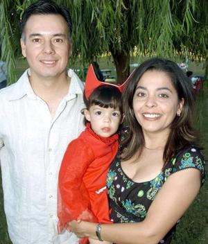 <b>16 de noviembre</b><p>  Mara Muñoz García acompañada por sus papás, Jorge y Píldora Muñoz el día que festejó su segundo cumpleaños.