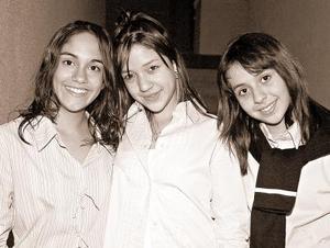 Dámaris Sánchez Ibarra  acompañada de Mónica Salaar y Paola Guitérrez el día de su cumpleaños número 14.
