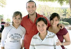 Hilda Rijasm Sandra, Juan Andrés y Carolina.