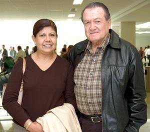 <b>17  de noviembre 2005</b><p> Tomás Rodríguez y Lourdes Romo viajaron con destino a Las Vegas.