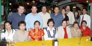 <b>17 de noviembre 2005</b><p> Sandra Godoy castro fue festejada por un grupo de compañeros de trabajo, con una alegre reunión con motivo de su jubilación laboral.