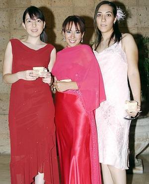 Carmen Lazalde, Melissa Sánchez y Ana Rebeca Meléndez.
