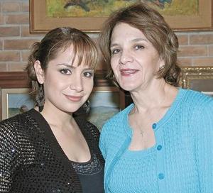 Gaby junto a su mamá, Gabriela Sánchez de Guajardo.