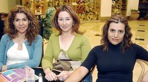 <b>17 de noviembre 2005</b><p> Elida Tirado, Lulú de Velasco y Ana Rojas.