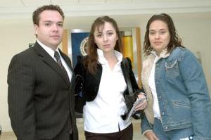 Ana Silvia Núñez y Gladys Tapia, viajaron a Taxco, los despidió Francisco Woo.