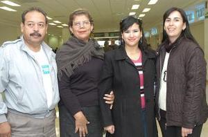 <b>18  de noviembre 2005</b><p> Rocío Cobos e Irais López viajaron a Taxco, las despidieron Elena Zavala y Héctor López.