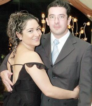 <b>18 de noviembre 2005</b><p> Arcelia Torres y Édgar Chaparro.
