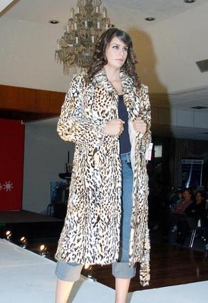 <b>18  noviembre 2005</b><p Un desfile de modas de conocida casa comercial se presentó en esta Expo Navidad.