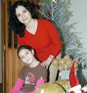 Marisol de Papadópulos y su hija Marlene.