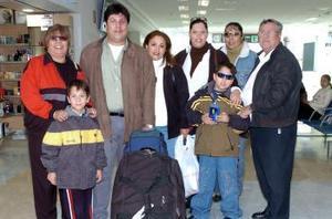 Raúl Zugasti fue recibido por su familia, al regresar de Brasil.