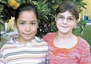 <b>19 de noviembre</b><p> Carla Susana Ramírez Gutierrez, el día de su cumpleaños, en compañía de su prima Sady Rodríguez.