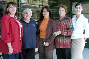 Mónica Cueto, Elena Zermeño, Irena Sosa, Cristina Garibay y Sara Gil, en una reunión.