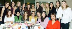Tuty Valles Villarreal con sus amigas Naty, Helwe, Lupita, Marcela, Marty, Nereida, Karla, Katia, Yolanda, Dany, Claudia, Any, Lorena, Claudia, Ely, Brenda, Valeria e Irene.