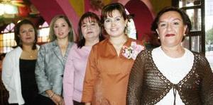 <b>19 de noviembre 2005</b><p>  Karla Dávila de Anzures disfrutó de una reunión de canastilla que le prepararon Hortencia Rodríguez de Dávila, Norma Cuevas de Dávila y Lupita solís de Anzures, en honor de la bebé que espera.