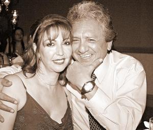 <b>19 de noviembre 2005</b><p> Diana de González y Alejandro González.