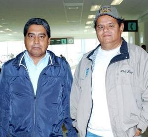 Marco Antonio González viajó al DF., lo despidieron Raúl de la Cruz.