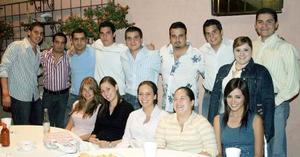 Amigos y familiares  acompañaron a Jose Lorenzo y Susana Garza en su despedida de solteros.