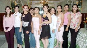 Adriana Elizondo, Laura Ruiz, Adela Salazar, Pamela Quintero, Victoria Barajas, Rosy, Luz Maríz, Mayra e Ivonne García acompañaron a Patricia Barajas.