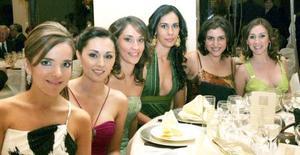 Alejandra Garza, Catalina Dabdoub, Cecilia y Marcela Beltrán, Melissa Villarreal y Rosina Dabdoub, captadas en reciente recepción social.