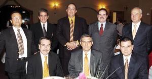 Don Eduardo Murra Marcos, acompañado de Eduardo Espino, Víctor Aguilar, José Arreola, Benjamín Hernández, Ricardo Gálvez, Alejandro Hernández y Octavio Rincón.