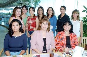 Edith Pérez Rodríguez celebró su cumpleaños con amena reunión, acompañada por sus amigas Ana Bertha Pérez, Alejandra Calderón, Cristina Pacheco, Katy Alcalá, Ana Tere Silva, Claudia Souza, Cristy Chaúl y Carlota.