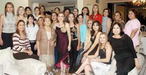 Múltilpes felicitaciones recibió Susana MOrquecho Avitia, en la despedida de soltera que le ofrecieron María Dolores Avitia, Yolanda Avitia de Pérez y Laura Morquecho