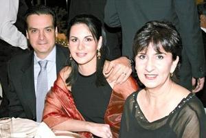 Pedro Fernández, Bibiana de Fernández y Beatriz Mier Fernández.