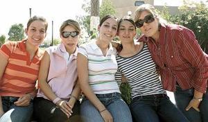 Katty Dávila, Cecy Villalobos, Cecy García, Blanca Dueñes y Angy Dávila.