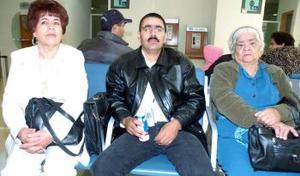 Ernesto Ayala, Bernarda Vázquez y Estelvina Amaya viajaron a Los Ángeles.