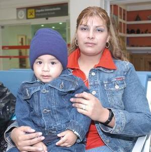 Guadalupe Mijares e Iram Martínez viajaron con destino a Tijuana.