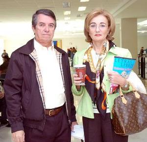 <b>21 de noviembre 2005</b><p> Ricardo y Lucrecia Santibáñez viajaron a la Ciudad de México.