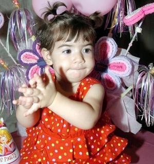 Con una alegre reunión, Ana Lucía Cabarga Villarreal fue festejada por sus papás al cumplir su primer año de vida.