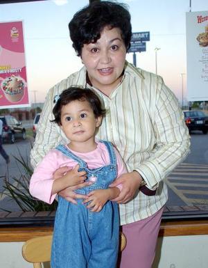 La pequeña Lidia Estela Ortega Macero celebró su segundo cumpleaños, con una merienda que le ofreció su mamá Lilia Moreno de Ortega.