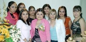 <b>21 de noviembre 2005</b><p> Nayma Hernández Landeros disfrutó de una agradable depedida de soltera acompañada por amigas y familiares