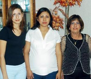 <b>21 de noviembre 2005</b><p>  Por el Nacimiento de su segundo bebpem Angélica de Martínez disfrutó de una fiesta de regalos que le ofrecieron en días pasados Alicia y Sanjuana.