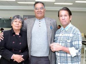 Gabriela Frayre y José María Meza viajaron a Tijuana, los despidió Julio Frayre.
