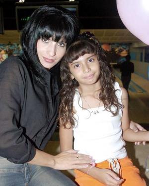 Blanca Julieta Contreras Faccuseh junto a su mamá Blanc Faccuseh.