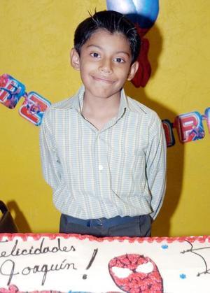 Joaquín Barraza Rosales disfrutó de una piñata con motivo de sus ocho años de vida.