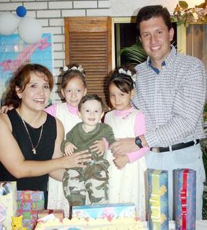<b>22 de noviembre</b><p> Las gemelitas Sandra y Beatriz Máynez Martínez celebraron sus cumpleaños con una alegre fiesta y en compañía de su familia.