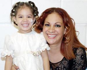 Ana Cristina García festejó con una merienda a su hijita Ana Pamela con motivo de sus tres años de vida.