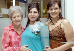 Un tierno  festejo de canastilla fue el que disfrutó Gina Arroyo Alvarado con motivo del próximo nacimiento de su bebé organizado por Maya y Liz Arroyo.