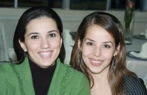 Lorena González y Claudia Robles.
