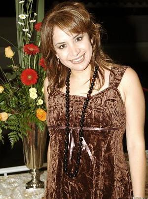 <b>21 de noviembre 2005</b><p> Gabriela Guajardo Sánchez captada en su fiesta  de despedida.