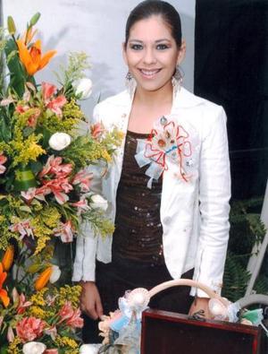María Luisa Cruz Álvarez captada en la despedida que le ofrecieron ya que el diez de diciembre contraerá matrimonio con Adrián Rafael Sáenz Gutiérrez.