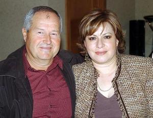 Julio Garza y Delia Enderi de Garza.
